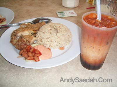 Kuching Salad Chicken Rice & 3 Layer Tea