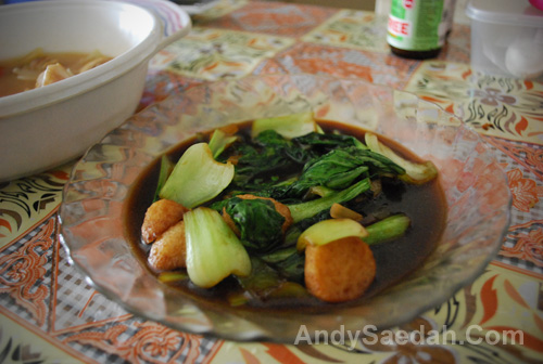 Green Vege & Fish Balls in Soy Sause
